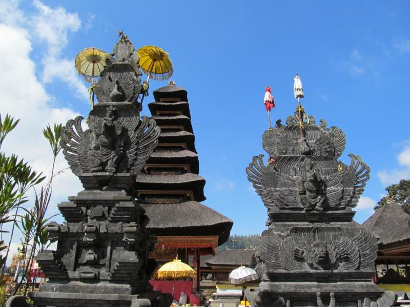Ulun Danu ngôi đền đầy màu sắc