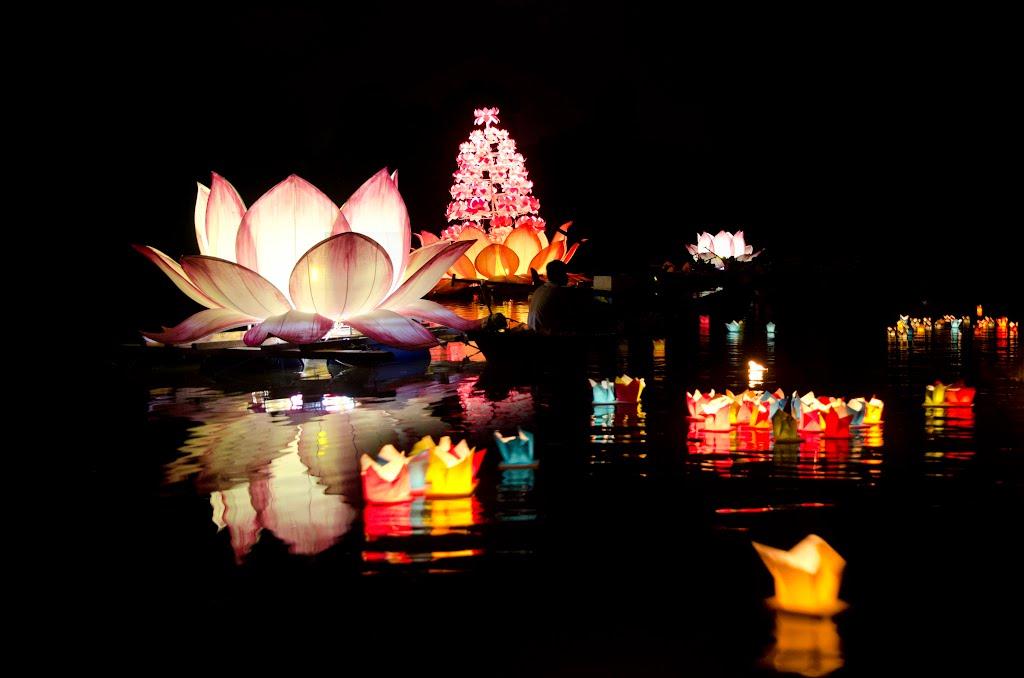 Lễ hội hoa đăng rực rỡ ở Thái Lan