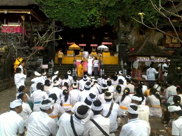 Ghé thăm đền Goa Lawah kì bí ở Bali