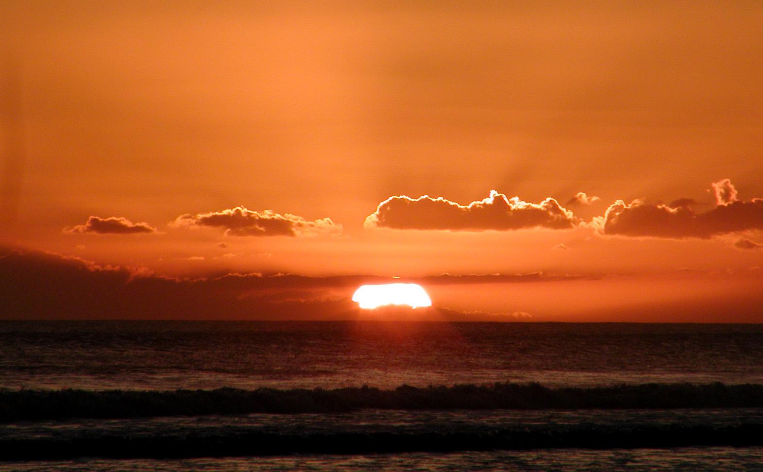 Vẻ đẹp của bãi biển Kuta, Indonesia