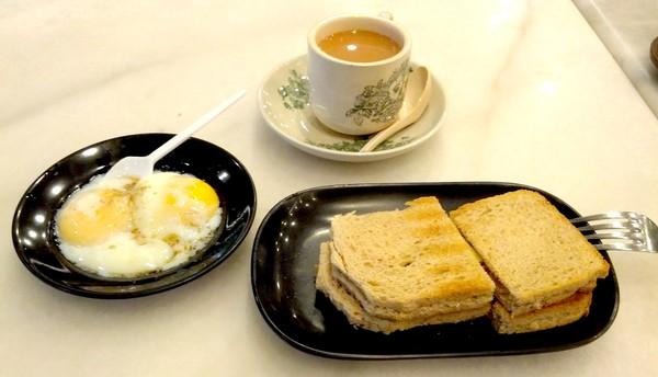 Thưởng thức bữa sáng ngon lành ở Singapore