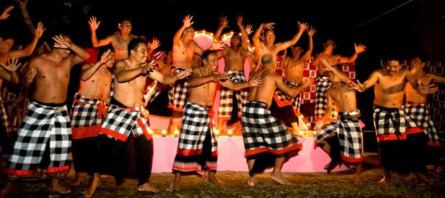Kecak điệu múa truyền thống ở Bali