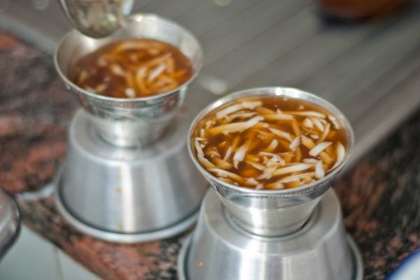 Học làm món thạch ngô nước dừa của Indonesia
