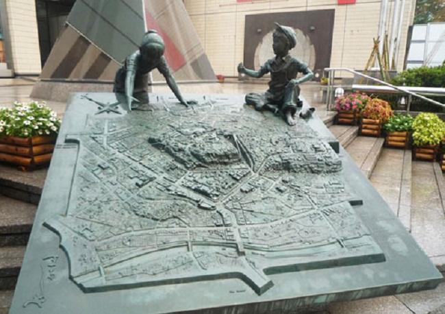 Một tác phẩm điêu khắc trong thành phố Kanazawa