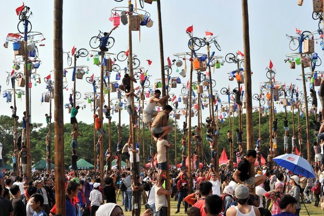 lễ hội leo cột mỡ