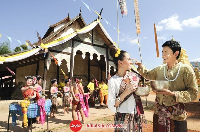 Songkran Festival Phochai Temple Loei