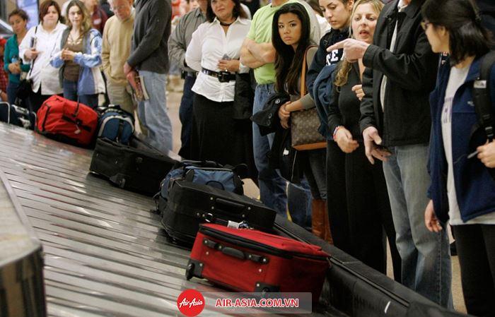 Air Asia quy định hành lý đến chậm