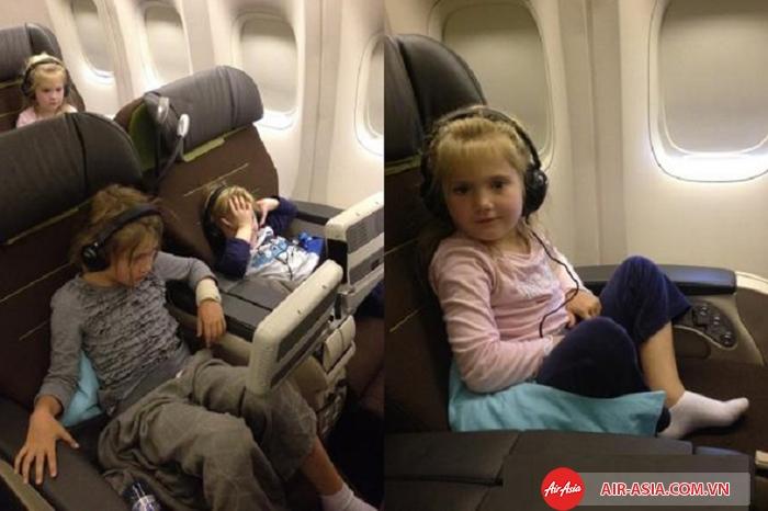 Trẻ tự đi máy bay cần đăng ký dịch vụ dành cho trẻ em đi máy bay một mình