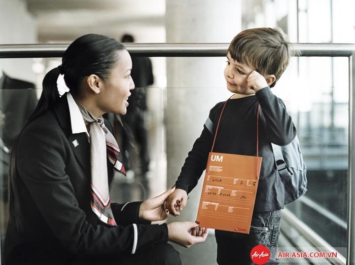 Trẻ từ 12 đến 14 tuổi được phép đi máy bay một mình