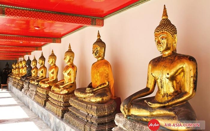 Ngoài tượng Phật nằm, Wat Pho còn có hơn 1000 tượng phật đặc sắc khác