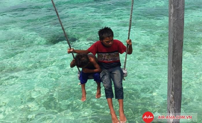 Làn nước biển xanh trong màu ngọc bích là điểm cuốn hút bậc nhất tại Mabul
