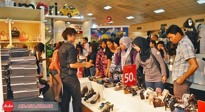 Mua sắm mùa sale Malaysia