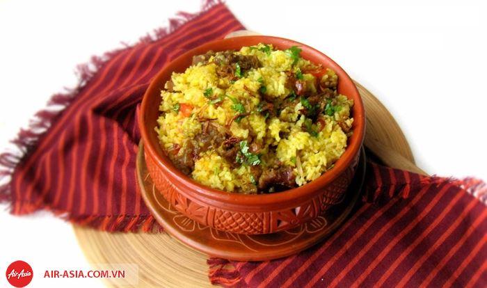 MónVuna Khichuri