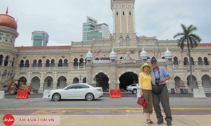 Chụp hình lưu niệm ở quảng trường Merdeka tuyệt đẹp