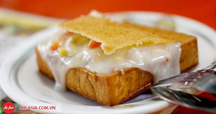 Bánh mì quan tài là món ăn du khách nhất định phải thử