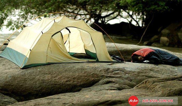 Cắm trại tại The Fortress