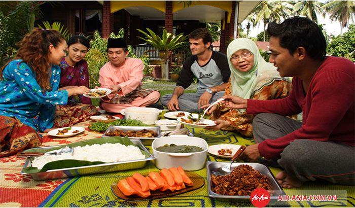 Phong tục nhà mở với những bữa tiệc đãi khách Phong tục nhà mở với những bữa tiệc đãi khách