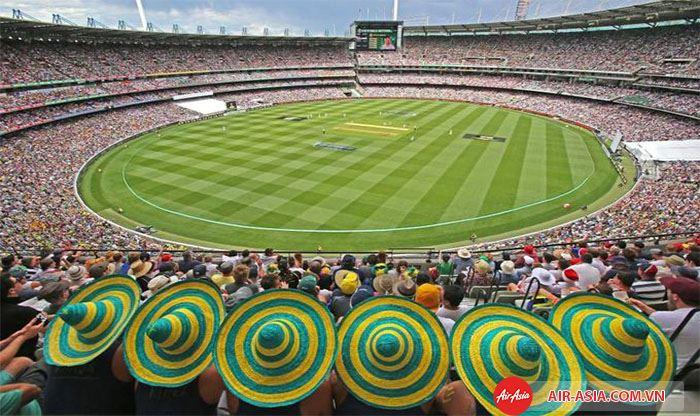Sân vận động Melbourne Cricket Ground (MCG) có sức chứa lên tới 100,000 người