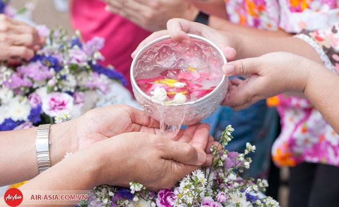 Nhiều hoạt động ý nghĩa trong lễ hội Songkran